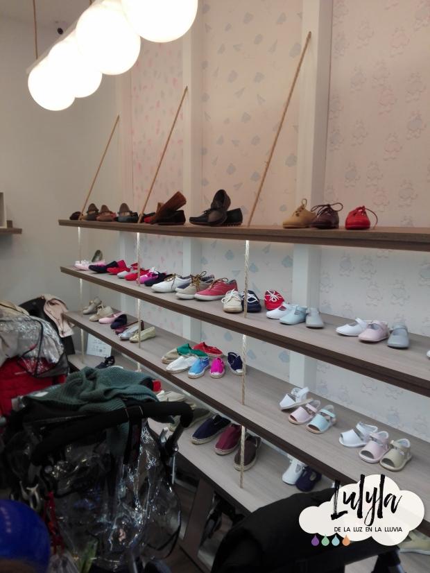 86b46870146 Aquí os dejo algunas fotos de la tienda de Sevilla para que veáis que no os  miento y es preciosa