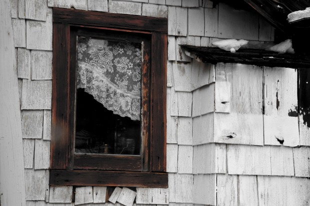 wooden-window-2818374_1920
